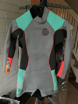Picture of RIPCURL WOMENS SIZE 8 wetsuit